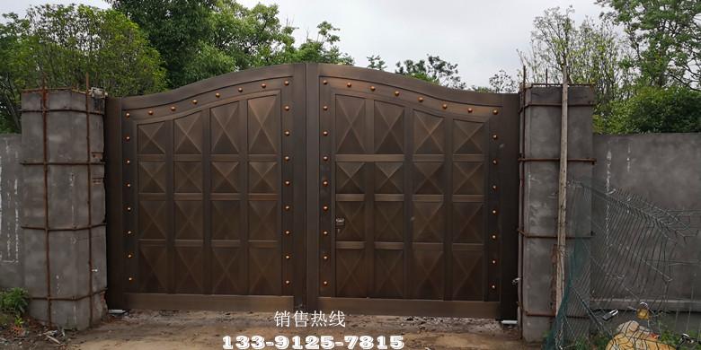 奉賢私家別墅-意大利進口V2地埋平開門機&仿銅不銹鋼門